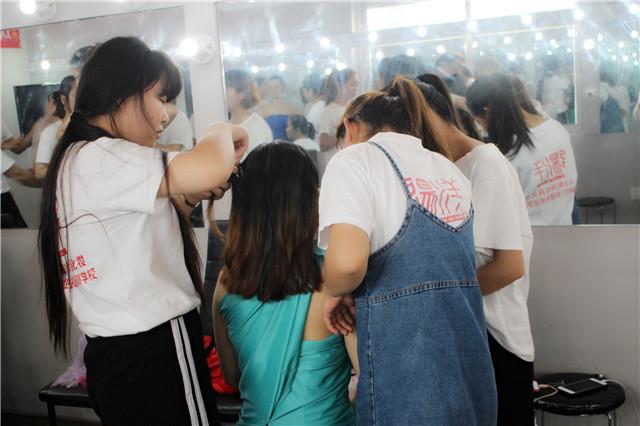 创意无极限--乐清阳洋精英班裹布裹纱造型课堂花絮