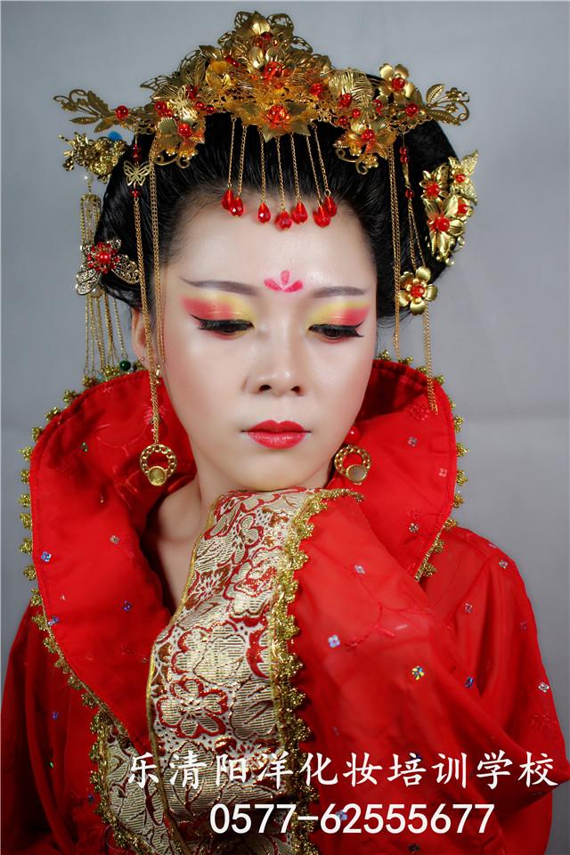 化妆美甲纹绣培训学校的小编教大家一款超美的唐妆造型,带你领略唐妆图片